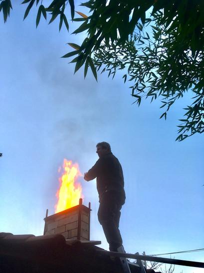alain-toit-flammes.jpeg