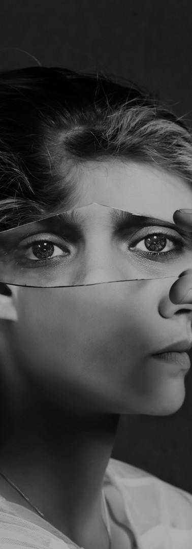 A travers la réflexion verre brisé