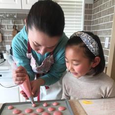 """ママと子どものためのスイーツワークショップ""""Les Petits Chefs""""  親子でご参加いただき、子どもも親も一緒に楽しめるスイーツ作りのクラスです【不定期】"""
