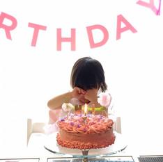 """ママと子どものためのスイーツデザイン """"お花とフルーツのお誕生日ケーキ"""""""