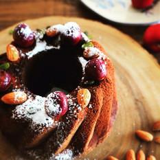 黒い森のケーキ。フランス アルザスで買ってきたジャムの神様フェルベールさんのグリオットを入れて。