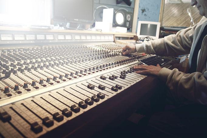 sound-studio-407216 - credit pixabay.jpg