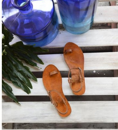 7 Chic Flat Sandals Perfect for Summer Season