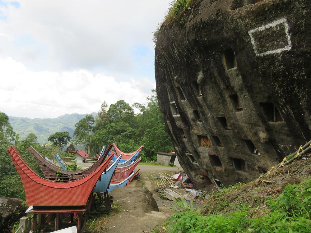 Toraja tomb cutting