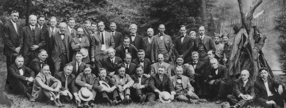 1920-RotaryClubPortrait_edited.jpg