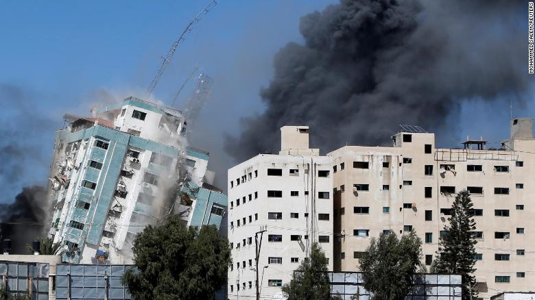 Jala'a building containing media offices of Al Jazeera and Associated Press gets hit by Israeli airstrike