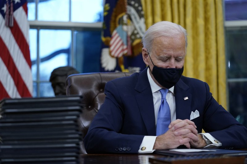 Joe Biden reverses immigration policies and seeks to reunite migrant families