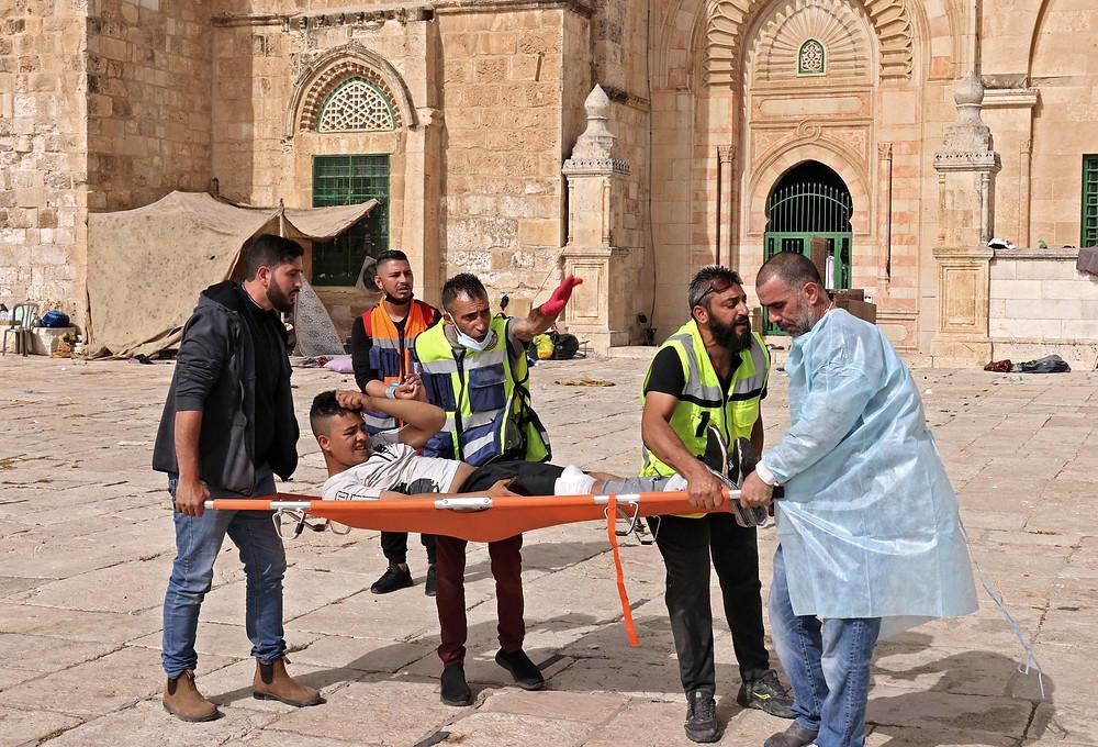 Palestinian medics evacuate protesters injured by Israeli attacks