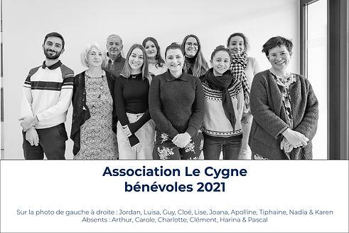 2021 — Bénévoles photo de groupe légendé
