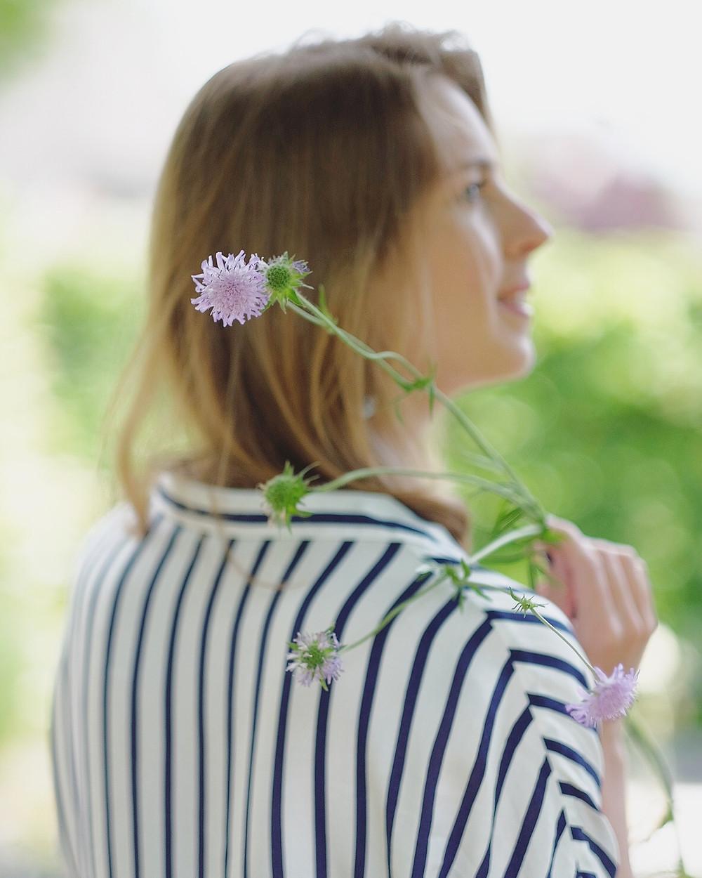 Marjolein met bloem