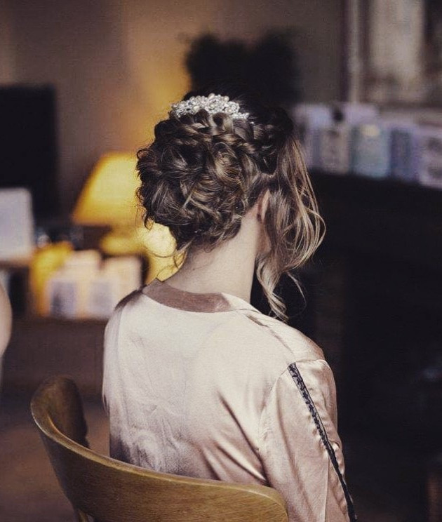 wedding hairstyling professional