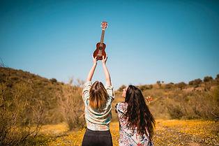 mulheres-irreconheciveis-com-ukulele_23-