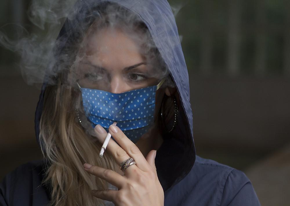 el tabaco empeora la COVID