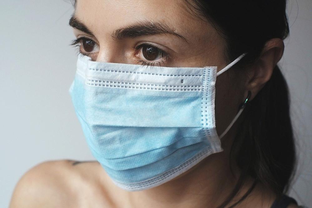 mascarilla contra COVID, puede producir maskacné