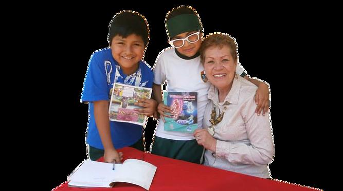 Maritza Valle Tejeda con niños