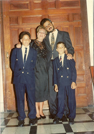 Maritza Valle Tejeda y familia