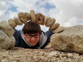 עשרה דברים שיקרו לכם, ללא מאמץ, כשתתחילו לאזן אבנים. #6 הילד הפנימי שלכם יתעורר לחיים