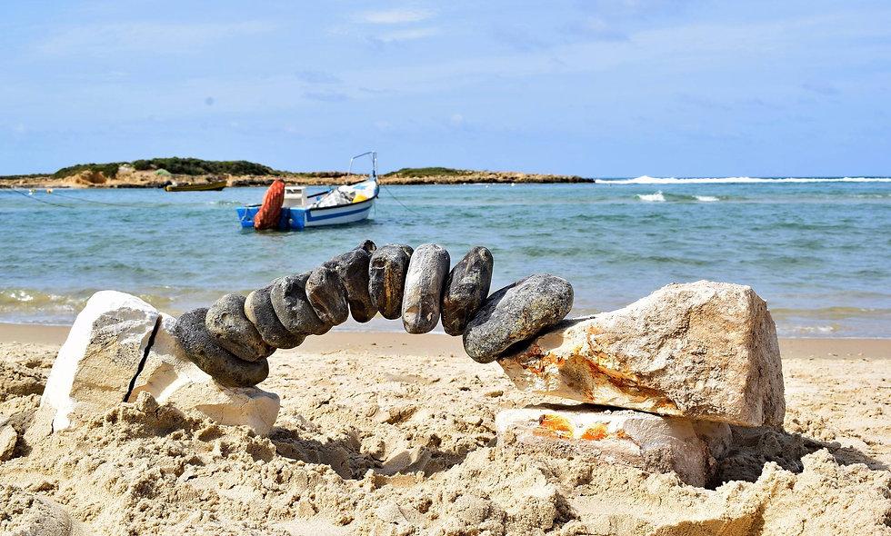 כרטיס להורה אחד וילד אחד - לסדנת איזון אבנים בחוף נחשולים 8.9.2018