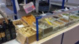 Pistaches d'Iran, pistaches grillées au citron, sans sel, dattes, Hules d'olive de Kalumta, Huiles d'olive Setia marché Windsor Neuilly