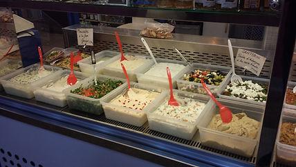 Taboulé oriental,salade de feta,, Tzatziki, tarama Belan au marché Windsor de Neuilly