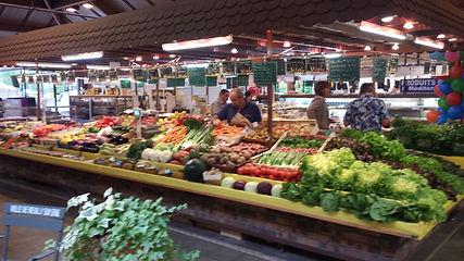 Patricia Fruits légumes au marché Windsor de Neuilly