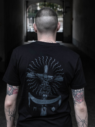 tshirt-pardonne-leur-back-model.jpg