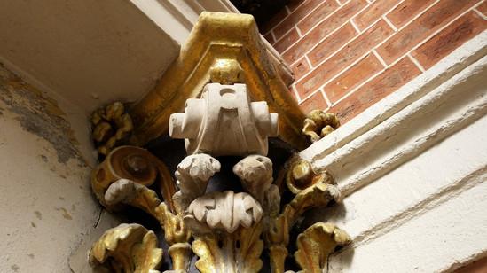 Restoration work of capitals at the shel
