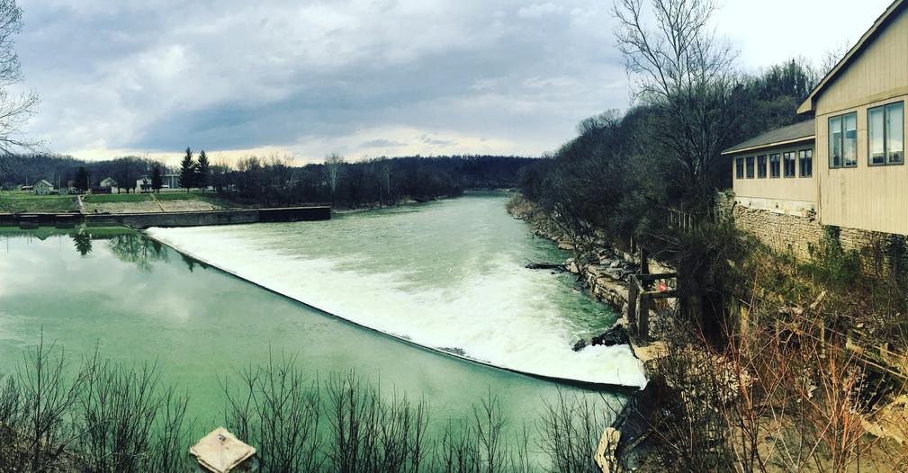 Kentucky River Mills now Jim's Seafood looking at Lock 4 Dam