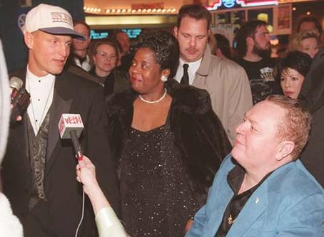 1997 | Harrelson shows up to movie premiere in Kentucky Hemp Museum