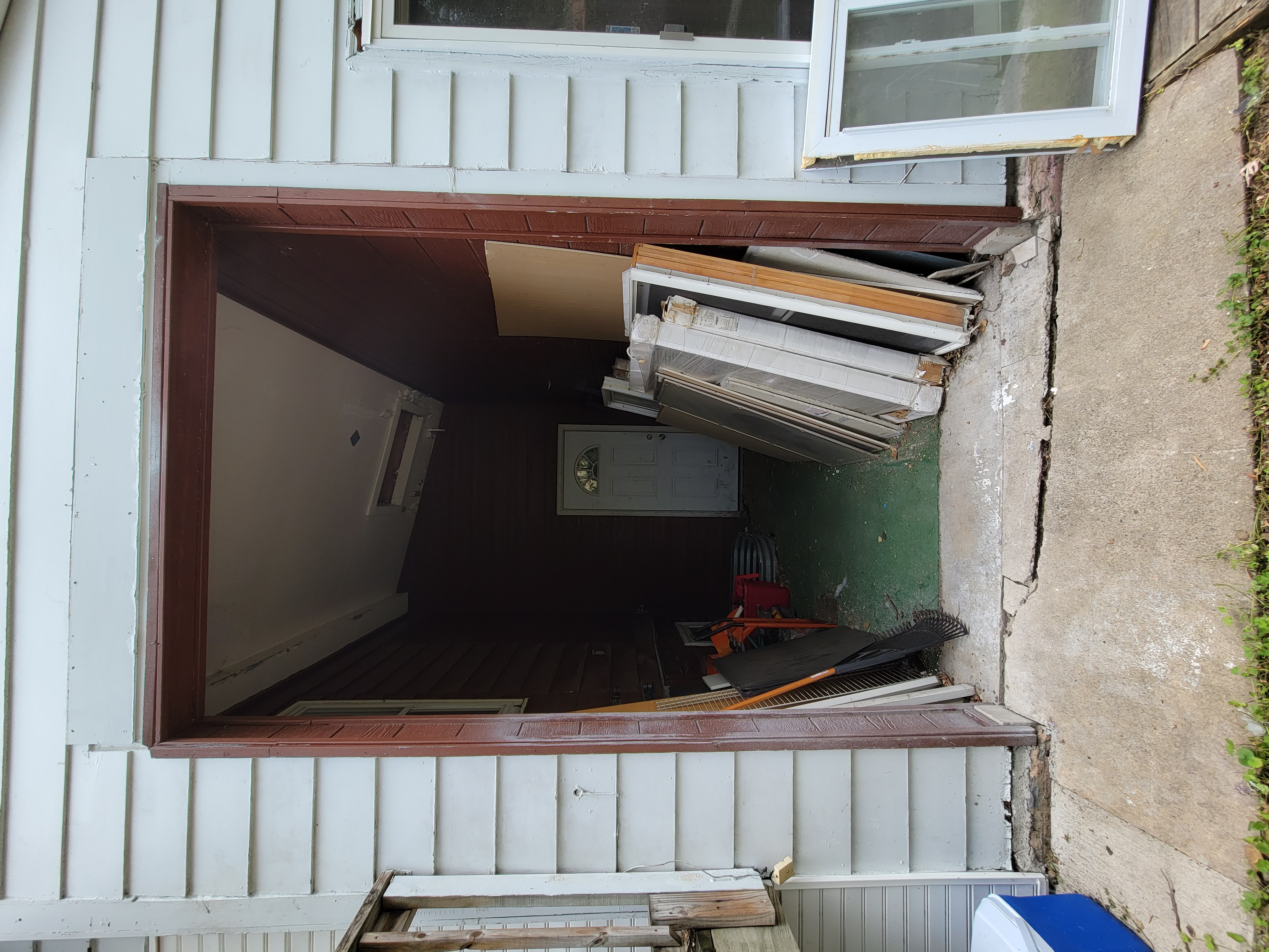 205 - Storage-Pool Entrance