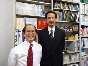 研究室へのお客様(花園高校 中野靖宏先生)