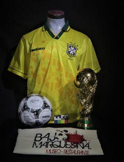 Balón y camiseta deportiva