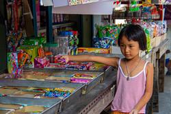 Local meisje in downtown Bangkok