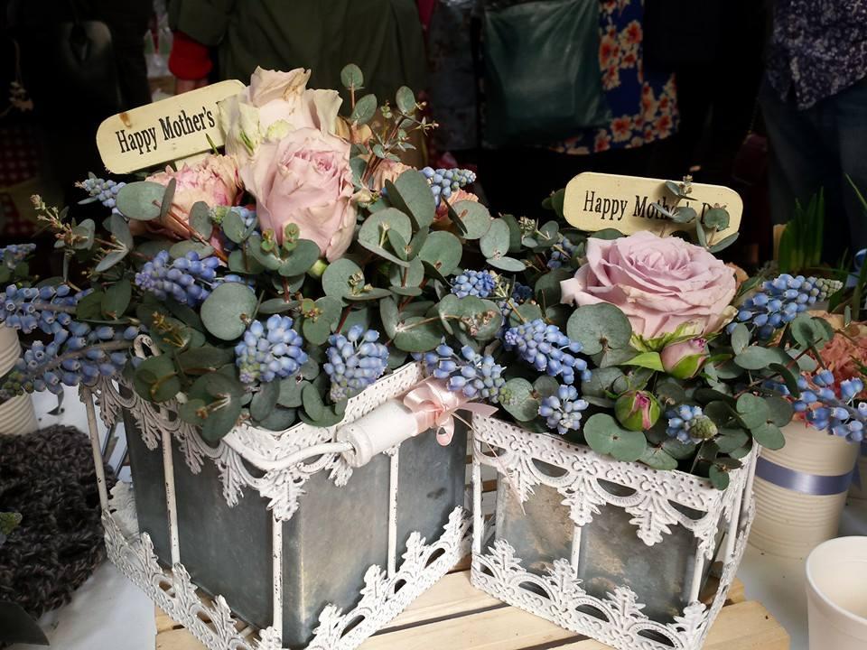 Flower gift tins