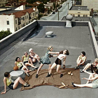 Women boxing on a roof, 1938 (2).jpg