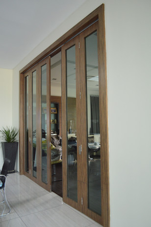 Special Design Wooden Window Frame Study Area