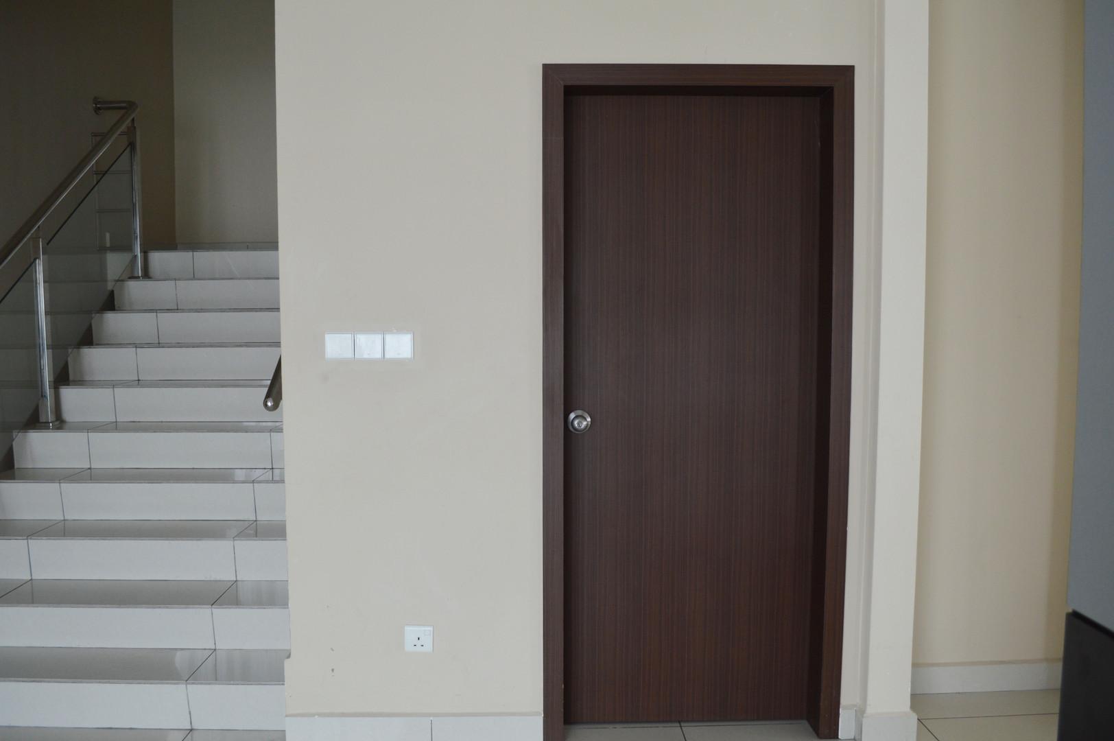 D Esplanade Door Supplier