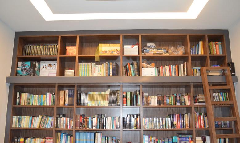 House Wooden Bookshelf