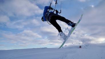 Snowkiting frontroll jump