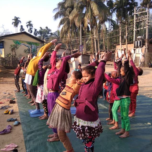 Kids Yoga Sūrya Namaskaram