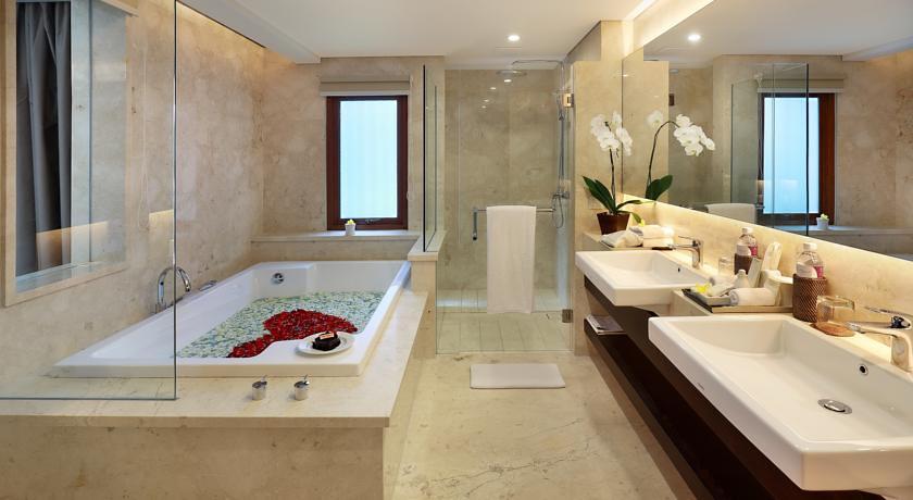 Royal Kamuela Villas & Suites Bath