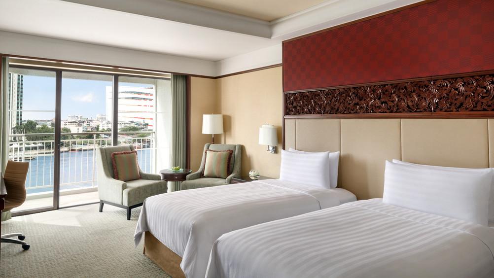 Deluxe Double Bedroom DTC4F.jpg