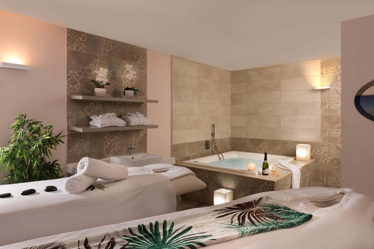 Leonardo Plaza Hotel Bathroom