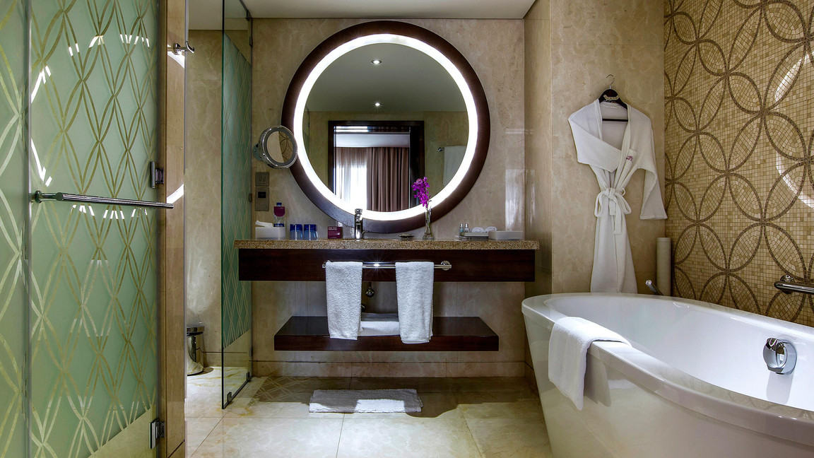 Bathroom - Crowne Plaza DTC4F