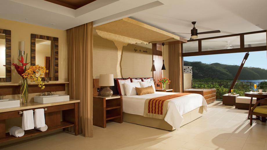 King Bedroom DTC4F
