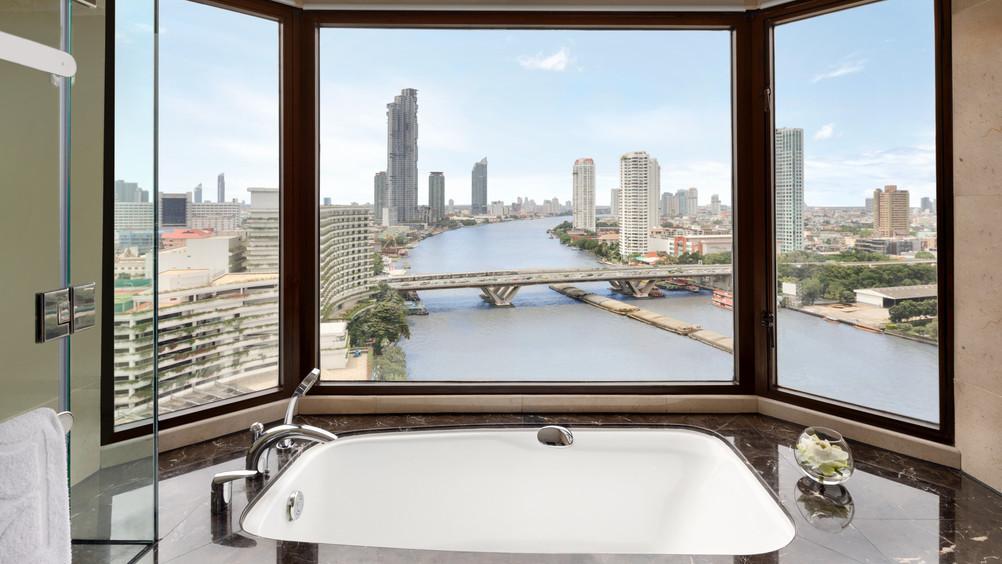 Deluxe Bathroom - DTC4F.jpg