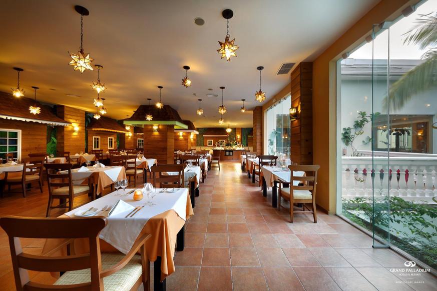 Grand Palladium Resort Restuarant -DTC4F