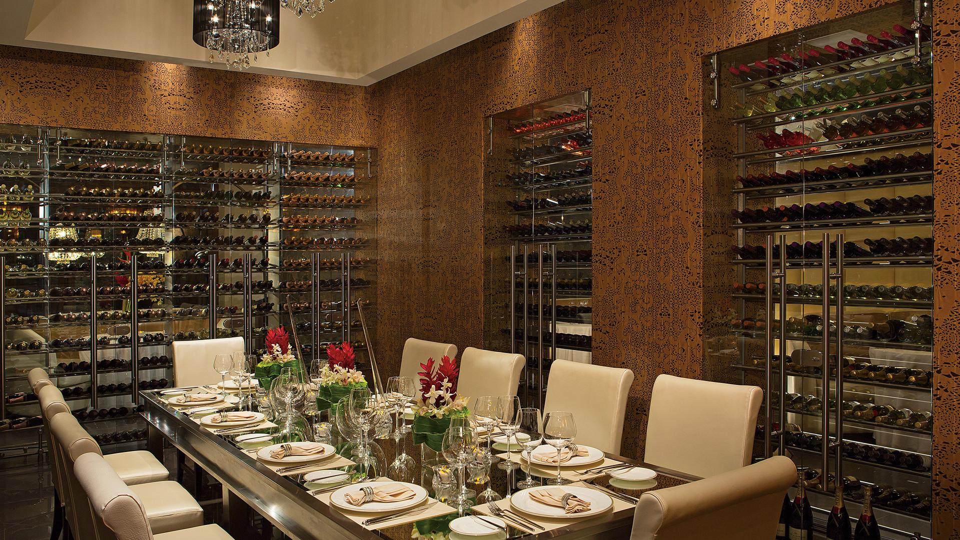 Wine Cellar Dining DTC4F