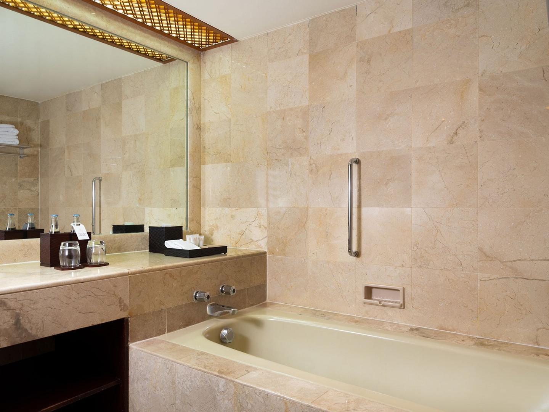 Grande-Twin-Bathroom