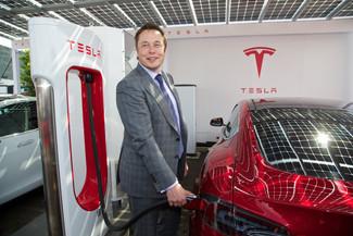 Elon Musk CEO de TESLA acepta el consejo de una niña de 10 años